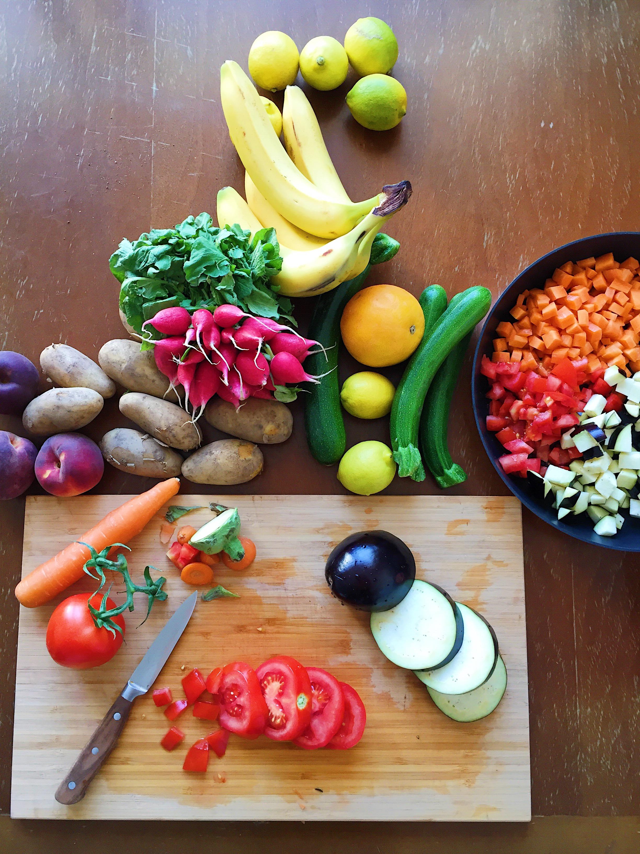 Gemüse geschnitten auf Brett